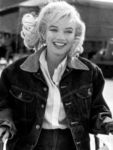 Spotted in a cool denim jacket and denim jeans. Marilyn is one of many starlets to have supported the denim movement.