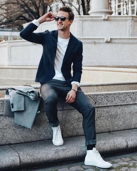smart casual outfit with navy blazer and dark grey jeans