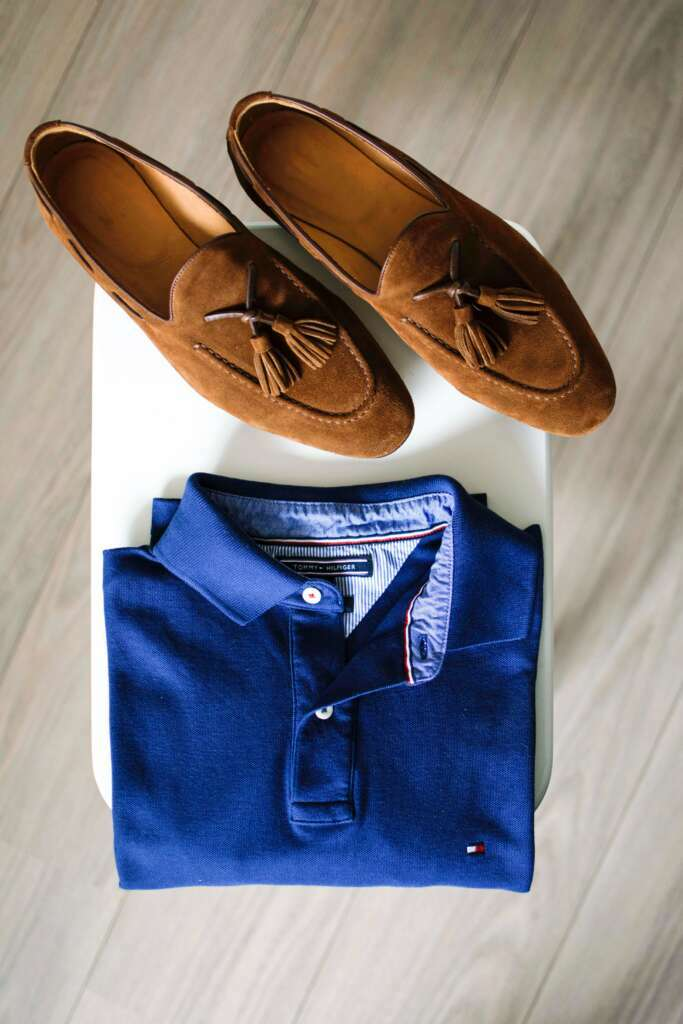 mens smart casual essentials: Polo shirt and loafers.