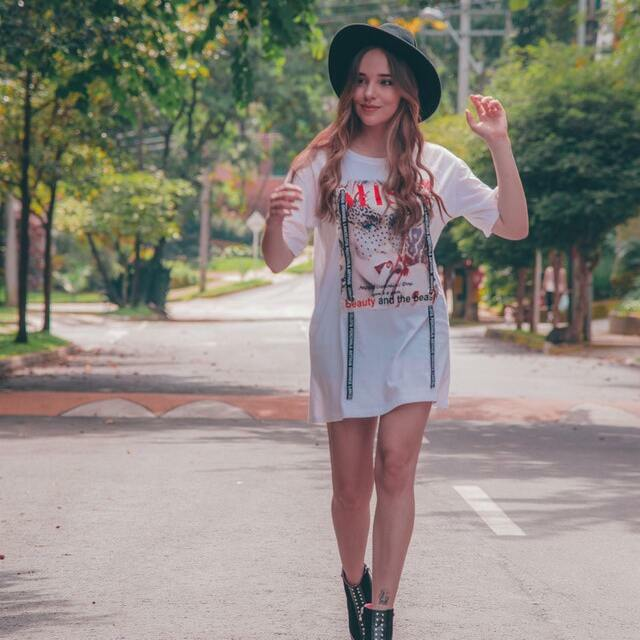 girl wearing a white t-shirt dress and hat