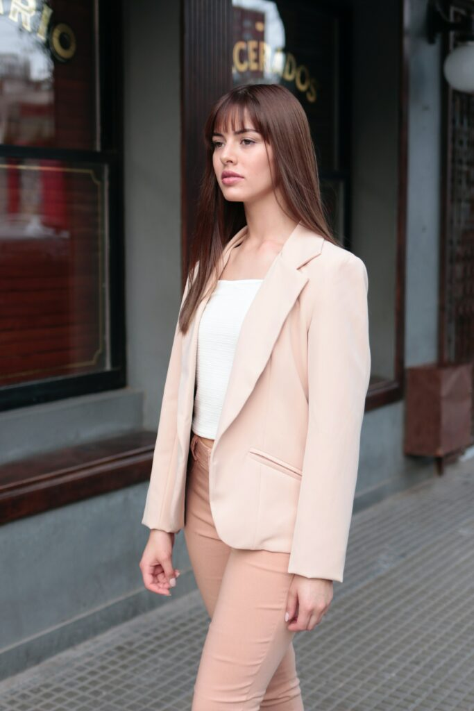 woman wearing a monochrome business casual attire with pink jeans