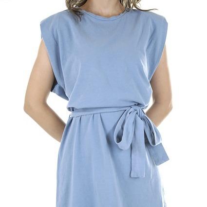 a blue blouson dress