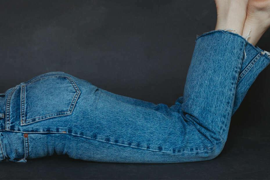 boyfriend jeans vs mom jeans
